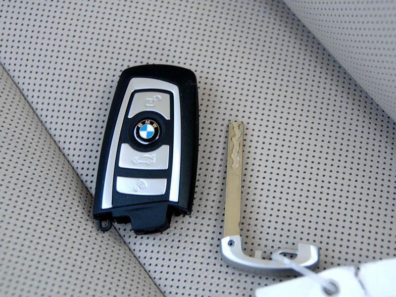 黄色宝马7系 09款 750Li豪华型遥控钥匙高清图片