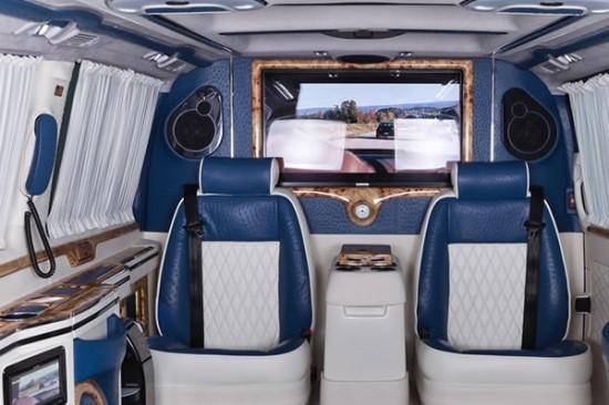 豪华的豪华型首长座驾,让您感受到复古与现代的完美结合.   高清图片