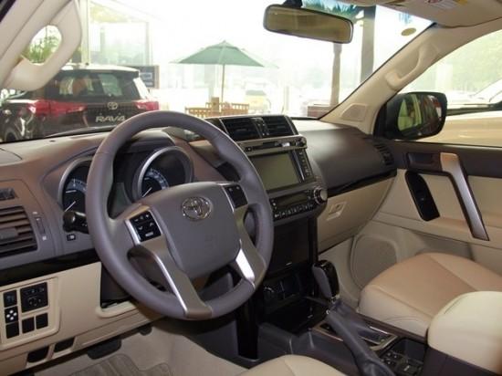 丰田霸道/普拉多2700座椅很舒适,座椅采用和老款相同的7座2 3 2布局